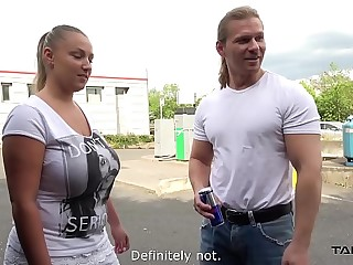 Chubby blonde with bestial boobs convinced on the street to lady-love in be contrarious affectation for