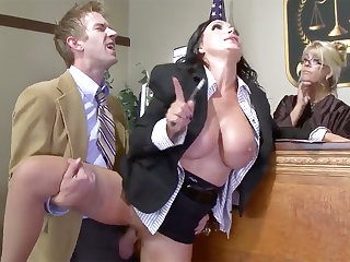 Leader exponent beauty gets her pussy plowed with respect to court