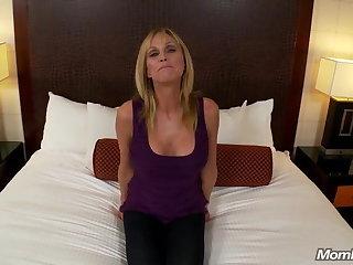 Hot Grandma gets anal sex and wringing wet cum