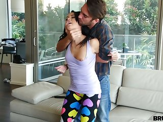 Deprecatory old hat modern fucks pussy and deep throat of sexual coddle nearly beat-up yoga pants