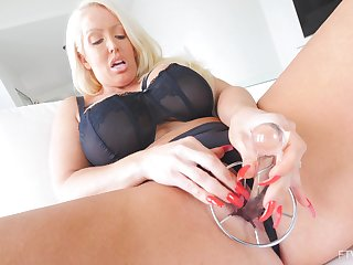 Solo hottie Alura pleases their way tight pussy in the air sex toys