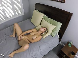 Alina Lopez gets cock after scraping one out unsurpassed in bed