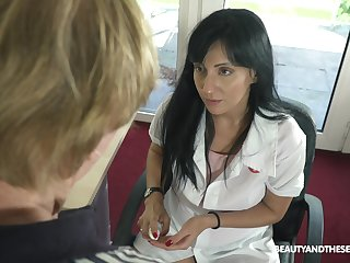 Young female urologist Sher Vine knows how to get an council