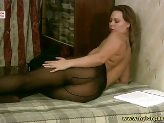Buxom vixen loves to touch herself while crippling pantyhose
