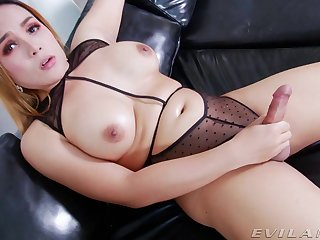 Hot busty t-girl shakes their way huge bushwa