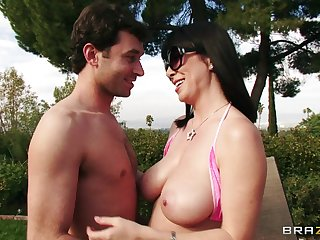 Fake boobs tie the knot Rayveness fucked with respect to her trimmed pussy by her suitor