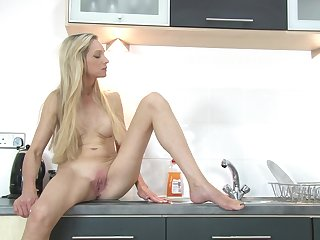 Solo video of Angel Summers playing with her cunt in the kitchen