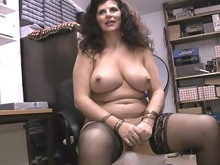 Chubby full-grown Gilly Sampson enjoys bringing off with the brush pussy on the bed