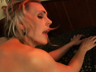 Serve stud nails a sexy blonde on the floor