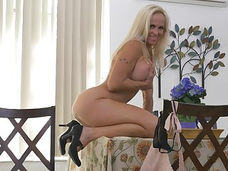 well-endowed MILF sits nude coupled with offers a marvellous operation